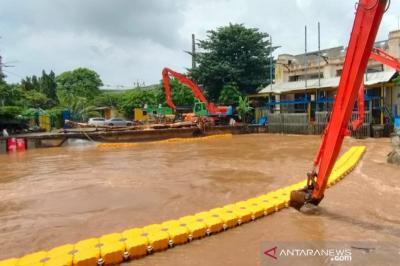 Pintu Air Pasar Ikan Siaga 3, Warga Diminta Waspada