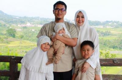 Momen Gemas Mohammad Ahsan dan Anak Tercinta Sebelum Berangkat ke Piala Sudirman 2021