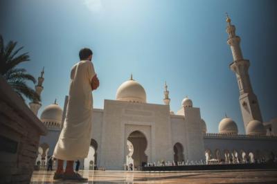 8 Sunah di Hari Jumat: Baca Surah Al Kahfi hingga Perbanyak Salawat