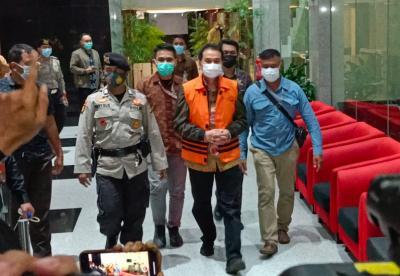 Azis Syamsuddin Bungkam Usai Ditetapkan Tersangka dan Ditahan di Rutan Polres Jaksel