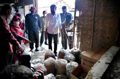 Tinjau Vaksinasi BIN di Cilacap, Ini Pesan Jokowi untuk Masyarakat