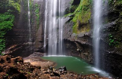 Yuk ke Probolinggo, Rasakan Segarnya Percikan Hujan Abadi Air Terjun Madakaripura