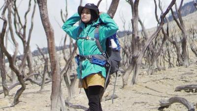 5 Inspirasi Gaya Hijab untuk Traveling ala Zaskia Sungkar hingga Arafah