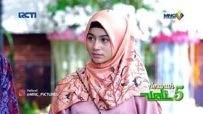 5 Gaya Hijab Sintya Marisca, Pemeran Habiba Amanah Wali 5