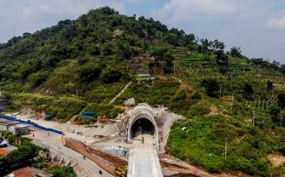 Biaya Proyek Kereta Cepat Jakarta-Bandung Bengkak Rp4,1 Triliun, PMN KAI Ditahan?