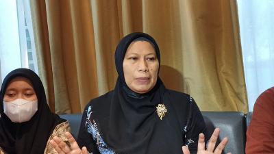Mantan Guru Kecewa Ditipu Anak Nia Daniaty