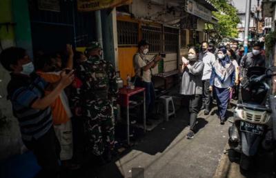Blusukan ke Gang Sempit di Tambora, Puan: Saya Jemput Bola