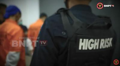 Dikawal Ketat, Puluhan Napi Teroris Dipindahkan ke Lapas High Risk Nusakambangan