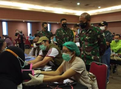 Pangdam Jaya Tinjau Vaksinasi untuk Penderita Komorbid di Kemayoran
