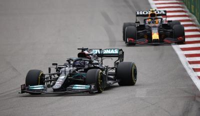 Hasil Race F1 GP Rusia 2021: Lewis Hamilton Segel Kemenangan Ke-100, Verstappen Finis Kedua