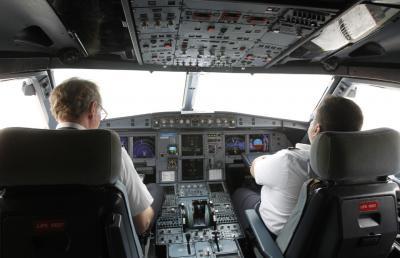 10 Benda Wajib Dibawa Pilot, Nomor 5 Ketinggalan Bisa Gagal Terbang!