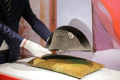 Topi Ikonik Napoleon Bonaparte Dilelang, Laku hingga Rp19 Miliar