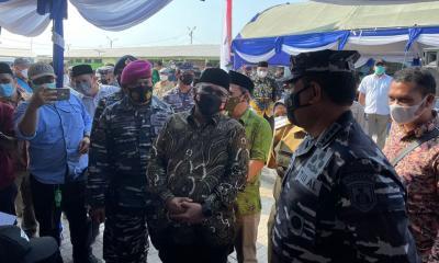 KSAL Bersama Menag Tinjau Serbuan Vaksinasi Maritim di TPI Tasik Agung Rembang