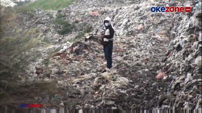 114 Makam di Bekasi Tertimbun Gunungan Sampah