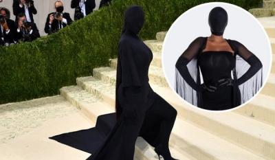 Outfit 'Hantu' Kim Kardashian yang Viral di Met Gala 2021 Dijual Jadi Kostum Halloween