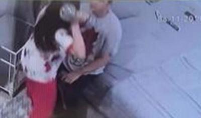 Benny Simanjuntak Buktikan Foto Jonathan Frizzy Dianiaya Dhena Devanka, Ditendang hingga Dilempar Barbel