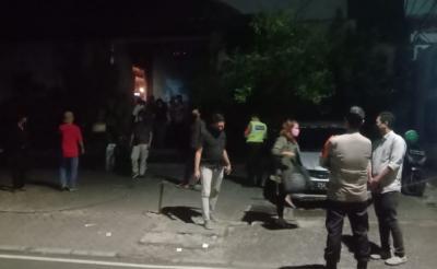 Polisi Bubarkan Kerumunan Warga di Tempat Hiburan di Cikini Jakpus