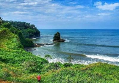 Yuk Jelajahi Pantai Goa Walet di Sukabumi, Cantiknya Dijamin Bikin Takjub