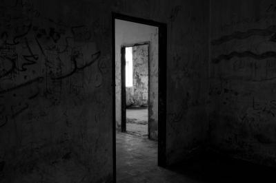 Viral Apartemen Aneh Mirip Penjara, Netizen: Seperti Film Horor