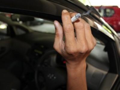 Jangan Merokok dalam Mobil, Ini 4 Dampak Buruknya!