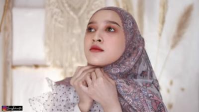 7 Tutorial Kreasikan Hijab Segi Empat Rasa Pashmina, Unik dan Cantik Lho