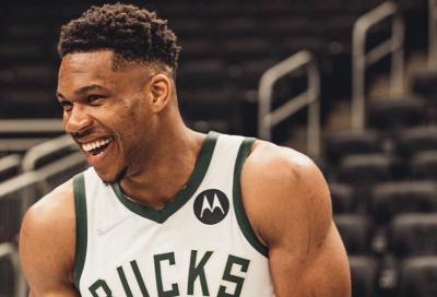 Pramusim NBA 2021-2022, Giannis Antetokounmpo Girang Akhirnya Bela Milwaukee Bucks Lagi