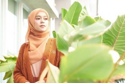 4 Tutorial Gaya Hijab Pashmina ala Lesti Kejora, Simpel dan Cantik