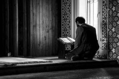 Dulu Islamophobia, Sekarang 5 Orang Ini Jatuh Cinta pada Islam dan Jadi Mualaf