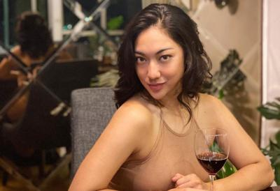 Anindita Hidayat Pamer Tato di Pinggang Pakai Crop Top, Netizen: Keterlaluan Cantiknya