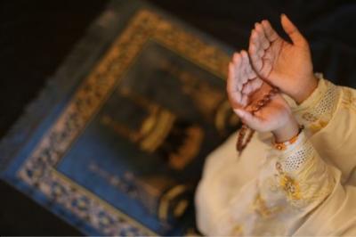 Berdoa pada Jumat Sore Pasti Dikabulkan Allah Ta'ala, Ini 6 Dalil Sahihnya