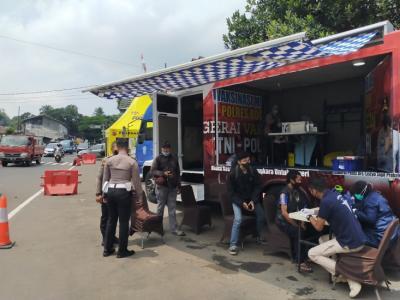 Asyik! Wisatawan Menuju Puncak Bisa Ikut Vaksinasi Mobile di Simpang Gadog