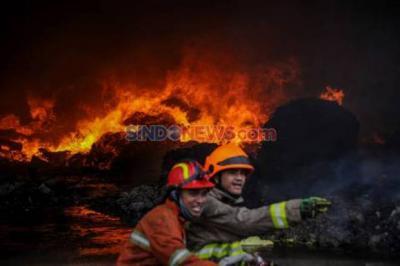 Gudang Elektronik di Mangga Dua Terbakar, 15 Unit Mobil Pemadam Dikerahkan