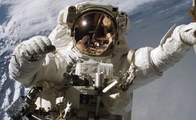 China Kirim 3 Astronot ke Luar Angkasa dengan Durasi Waktu yang Lama
