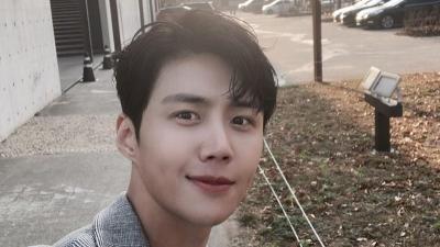 5 Potret Ganteng Kim Seon Ho, Bintang Hometown Cha Cha Cha yang Memesona