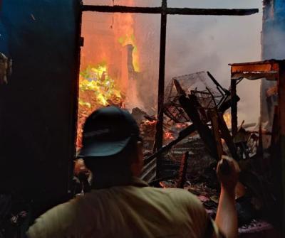 Permukiman Penduduk di Kebon Jeruk Terbakar, 18 Mobil Pemadam Dikerahkan