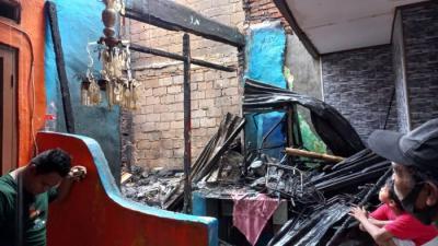 Kebakaran di Permukiman Kebon Jeruk Diduga Akibat Korsleting Listrik