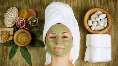 6 Bahan Skincare Paling Ampuh Perlambat Penuaan, Awet Muda Terus!