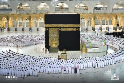 Sholat Berjamaah di Masjidil Haram Kini Bisa Rapat Lagi