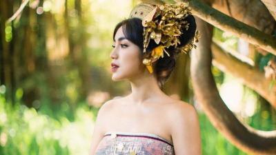Jessica Iskandar Anggun Kenakan Pakaian Tradisional Bali, Aura Calon Pengantin Kian Terpancar!