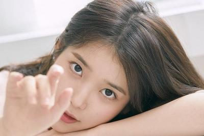 IU Dominasi Chart Musik Utama Korea Lewat Strawberry Moon