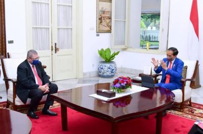 Jokowi Bertemu Menlu Malaysia, Bahas Perlindungan WNI