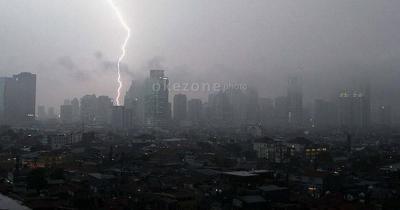 Waspada! Jaktim dan Jaksel Bakal Diguyur Hujan Disertai Petir