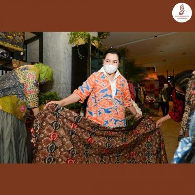 Yanti Airlangga: Dukung Generasi Bangga Batik