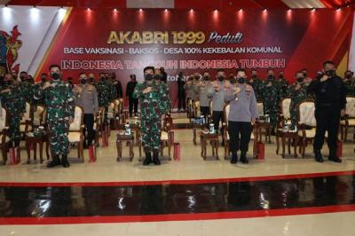 Bersama Kapolri, Panglima TNI Tinjau Serbuan Vaksinasi Akabri 99 di Depok