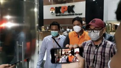 Bupati Kuansing Irit Bicara saat Digiring ke Penjara KPK