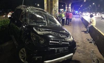 Hilang Kendali, Mobil Kecelakaan di Cempaka Putih hingga Ringsek