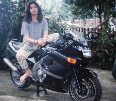 Ahmad Dhani Pamer Foto Jadul dengan Moge, Netizen Mengira Dul Jaelani