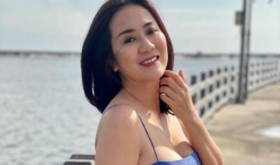 Tante Ernie Pamer Tali Bra Bikin Salfok, Netizen: Ketiaknya Seksi