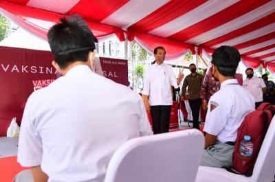 Targetkan 70 Persen Vaksinasi di Akhir Tahun, Jokowi Minta Pemda Kerja Keras