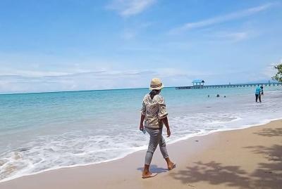 Pengunjung Padati Pantai Malaumkarta dan Pulau Um Sorong, Atraksi Kelelawar Jadi Daya Tarik